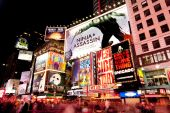 Broadway am Times Square in der Nacht