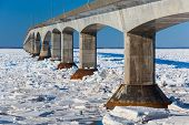 picture of confederation  - A winter view of the Confederation Bridge that links Prince Edward Island - JPG