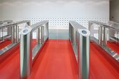 Automatic turnstile with sliding doors to control the flow of people