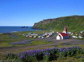 Постер, плакат: Вик деревня и ее троллей южном побережье Исландии