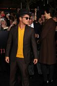 LOS ANGELES - NOV 14:  Bruno Mars arrives at the