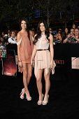 LOS ANGELES - NOV 14:  Kylie Jenner, Kendall Jenner arrives at the