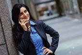 Mulher de negócios metro no telefone