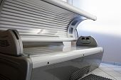 Tanning bed in a salon;  nobody to be seen