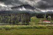 Wolken über Misurinasee, Dolomiten, Italien.