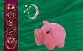 Reich Sparschwein und nationale Flagge Turkmenistans