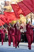 Middelbare School vlag Corps presteert In Atlanta Christmas Parade