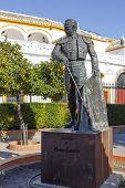Постер, плакат: Matador Curro Romero Statue In Seville