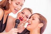 singstar band fun girls singing around the clock