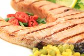 Grilled salmon filler with vegetables.