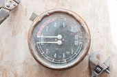 pic of manometer  - Old manometer - JPG