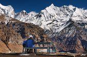 Montanhas elevadas, vista do acampamento base do Annapurna