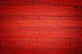 grobe hölzerne Brettern von einer Fassade Gebäude neu lackiert mit einer lebhaften orange Farbe, dass intensi