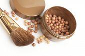 bronzeando pérolas e escova de ouro grossa