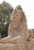 Estatua de la esfinge de alabastro