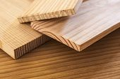 pranchas de madeira de pinho