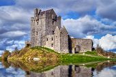 Dunguaire Castle in der Nähe von Kinvarra in Co. Galway, Irland