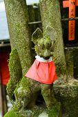 Stone fox (Inari messenger of God) statue at the Fushimi-Inari Taisha, Kyoto, Japan