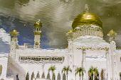Постер, плакат: Sultan Omar Ali Saifuddin Mosque