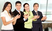 Business Office Team lächelnd und applaudieren