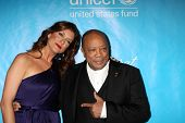 LOS ANGELES - DEC 8:  Kate Walsh, Quincy Jones arrives at the 2011 UNICEF Ball at Beverly Wilshire Hotel on December 8, 2011 in Beverly Hills, CA