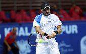 KUALA LUMPUR - SEP 27: Alejandro Falla se juega a su ronda 2 partido en el ATP Tour Malasia abierto o 2012