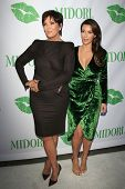 SANTA MONICA - SEP 25: Kris Jenner, Kim Kardashian at the Midori Makeover Parlour at Fred Segal on S