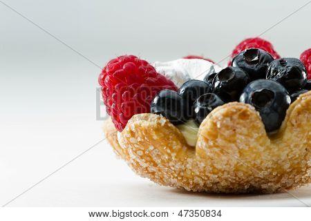 Постер, плакат: Свежие ягоды пирог, холст на подрамнике