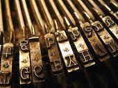 Máquina de escrever marrom