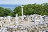 pic of altar  - Classical Greek altar in Sevastopol on territory of Chersonesos - JPG