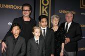 LOS ANGELES - DEC 15:  Brad Pitt, Pax, Shiloh, Maddox Jolie-Pitt, Jane Pitt, and William Pitt at the