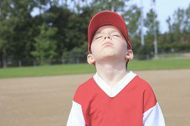 picture of pre-adolescent child  - A children baseball player don - JPG