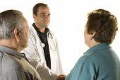 Pareja Senior en la consulta del Doctor