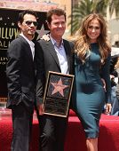 LOS ANGELES - MAY 23:  Simon Fuller, Marc Anthony & Jennifer Lopez arrives to the Walk of Fame Cerem