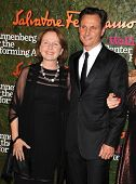 LOS ANGELES - OCT 17:  Kate Burton & Tony Goldwyn arrives to the Wallis Annenberg Center for the Per