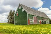 pic of deserted island  - Vintage barn in rural Prince Edward Island - JPG
