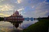 pic of prime-minister  - The Putra Mosque - JPG