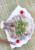 Fresh Chinese Cuisine Chicken In Shell Shaped Plate