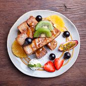 picture of french toast  - French toast and fresh fruit with caramel sauce - JPG