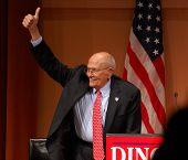 Congressista John Dingell polegares para cima