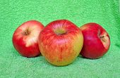 3 Red Apple