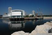 Milwaukee Mariner mit Schiff