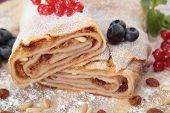 apple strudel with raisins and pine nuts