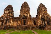 Wat Phra Prang Sam Yot Temple