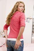 Adolescente preocupada com o tamanho de seu Behind