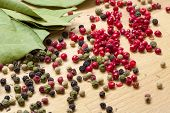 Dry Bay Laurel Leaf With Multicolored Peppercorn