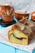 foto of cinnamon  - Cake with cinnamon and cinnamon crunchy crust - JPG