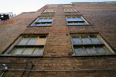 foto of illinois  - Looking up at windows on the side of a tall building - JPG