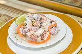 Tapas de aperitivo de salada de marisco espanhol camarão concha de Ocotpus Caracol fotografada em San Andres Island