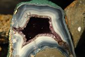 picture of agate  - agate and amethyst inside of this mineral